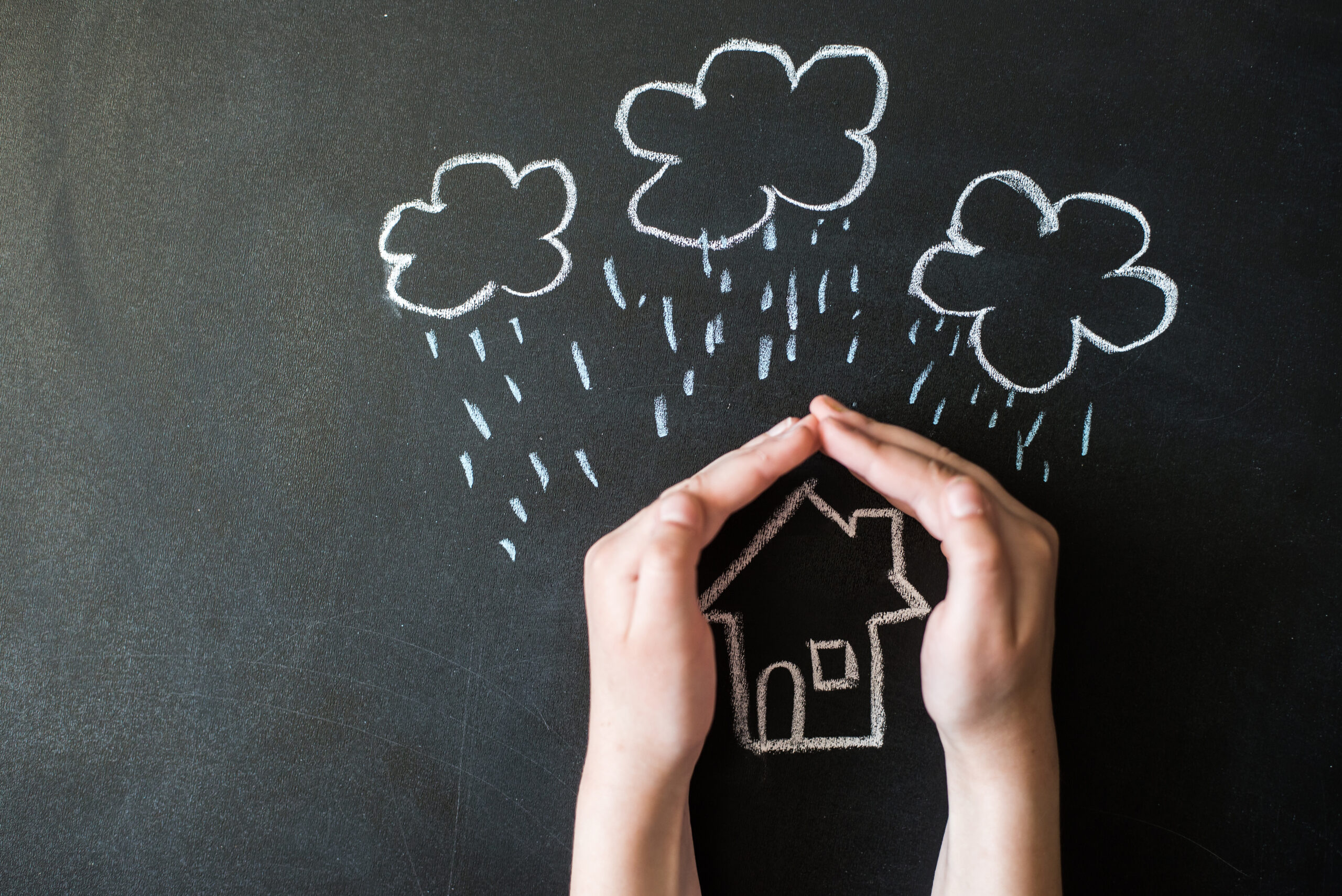 台風で物件が水害に!火災保険を使って直すには?