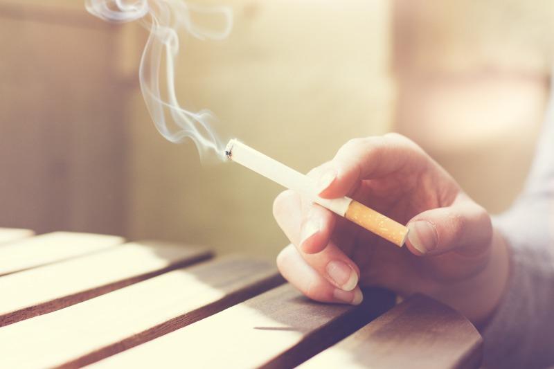 苦情の原因!ベランダ喫煙をやめさせる方法とその法的根拠